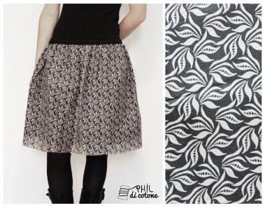 gonna arricciata con l'elastico a doppio strato, uno di cotone nero sotto e l'altro semitrasparente con grafica floreale sopra