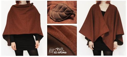 Mantella a doppio strato di misto lana, con piccolo colletto e una spilla per chiuderla.